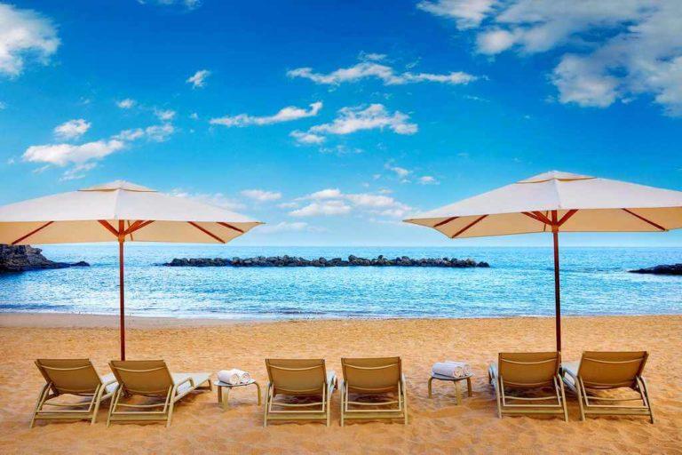 Пляж у отеля Ritz Carlton на Тенерифе