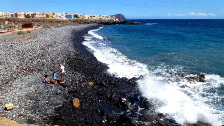 Пляжи Тенерифе: вулканический пляж с галькой