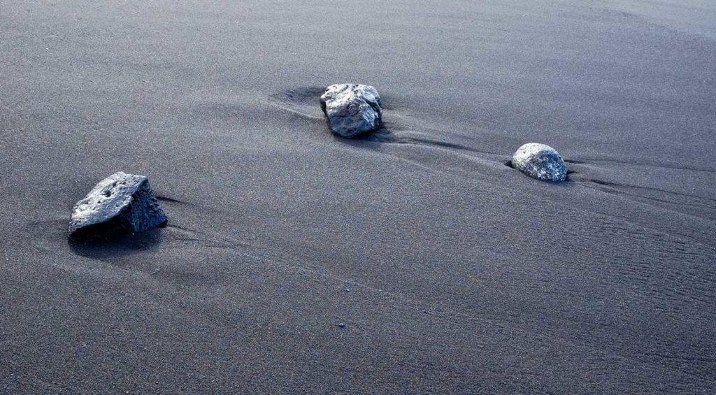 Пляжи Тенерифе: мелкий вулканический песок