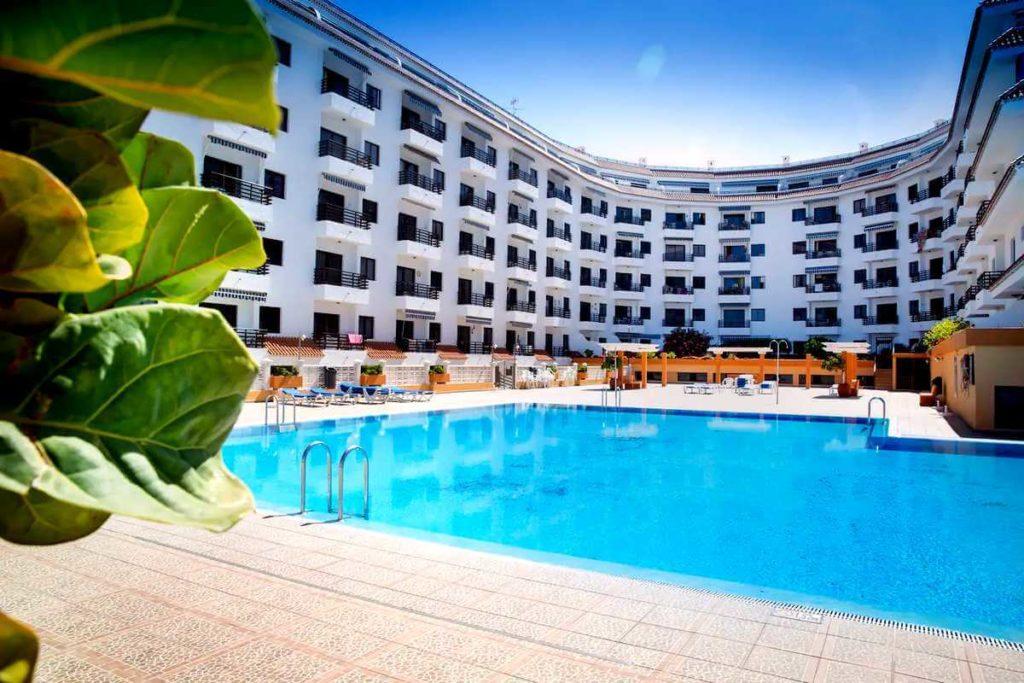 Апартаменты в Seguro el Sol Tenerife, Плайя Ла Арена - бассейн в комплексе