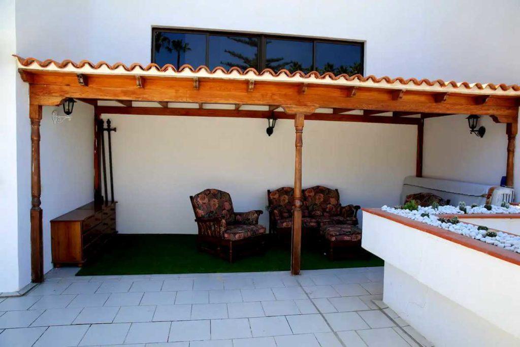 Апартаменты в Seguro el Sol Tenerife, Плайя Ла Арена - терраса и навес